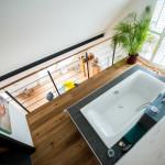 Badewanne mit Blick in die Studiowohnung